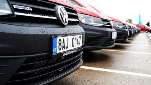 Skupina Auto Palace předala flotilu vozů VW Caddy společnosti Coca-Cola HBC