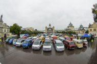 Autoperiskop.cz  – Výjimečný pohled na auta - Centrem Prahy projelo 120 Transporterů všech generací