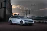 Autoperiskop.cz  – Výjimečný pohled na auta - ŠKODA OCTAVIA získává titul Nové auto roku 2020 časopisu Auto Express