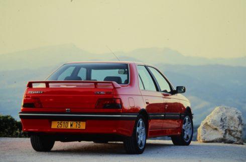 Peugeot 405 T16, předchůdce modelu 508 Peugeot Sport Engineered, byl v 90. letech ztělesněním konceptu sportovního sedanu