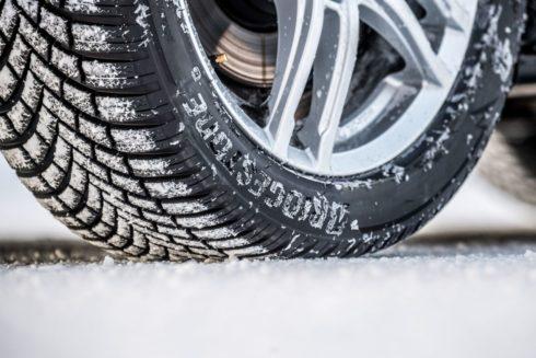"""Bridgestone radí: """"S přezutím a přípravou vozu na zimu nečekejte na první sněhové vločky"""""""