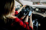 Autoperiskop.cz  – Výjimečný pohled na auta - Když si auto hraje na schovávanou, pomůže smartphone