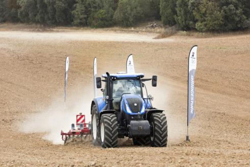 Bridgestone zavádí 10letou záruku na zemědělské pneumatiky