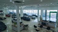 Autoperiskop.cz  – Výjimečný pohled na auta - ŠKODA AUTO otevřela ve Spojených arabských emirátech svůj největší showroom na světě