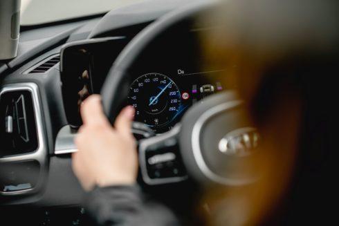 Průzkum bezpečnosti II. –  8 z 10 lidí se na silnicích obává ostatních řidičů