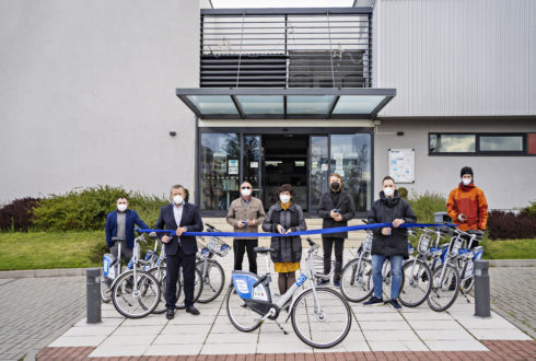 ŠKODA AUTO podporuje sdílení jízdních kol na Rychnovsku