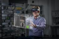 Autoperiskop.cz  – Výjimečný pohled na auta - ŠKODA AUTO testuje brýle rozšířené reality pro údržbu strojů a technická školení
