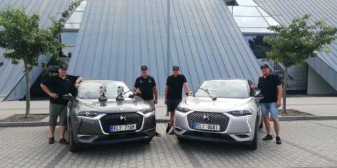 Tovární posádky DS z letošní ECO Energy Rally Bohemia odvážejí sadu pohárů