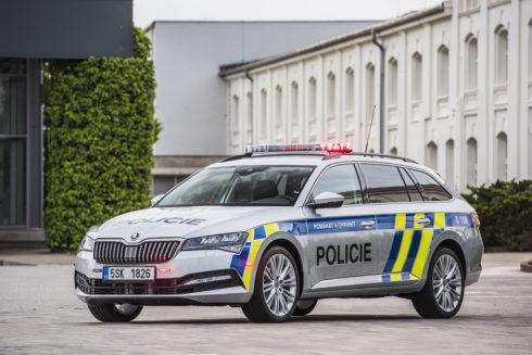 ŠKODA AUTO dodá nové vozy pro Policii ČR, do služby se hlásí modely KODIAQ a SUPERB v policejním provedení