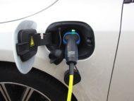 Autoperiskop.cz  – Výjimečný pohled na auta - Elektromobilita má zelenou, ale naráží na bariéry