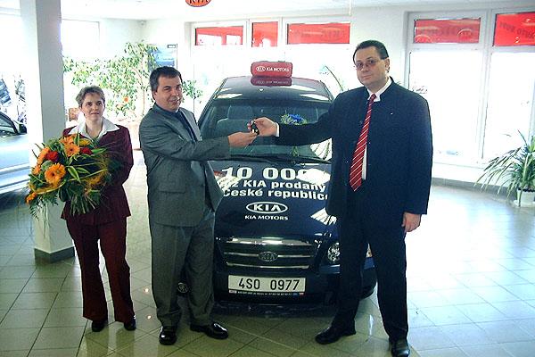 Jubilejní 10 000 Kia prodána vČR byla Kia Magentis 2,5 V6