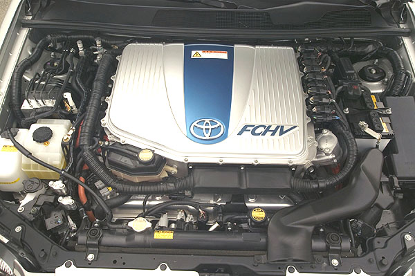 TOYOTA FCHV - hybridní vůz poháněný palivovými články