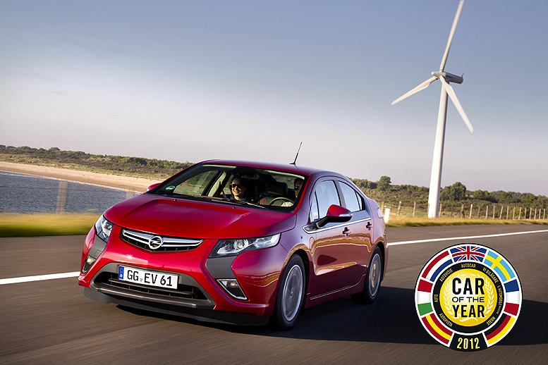 """Opel Ampera a Chevrolet Volt vybojovaly respektovaný titul """"Automobil roku 2012"""" - """"Car of the Year 2012""""."""