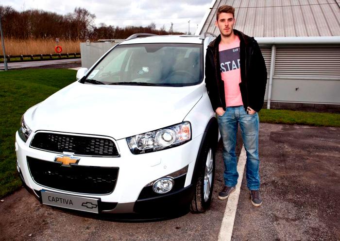 Hráči a pracovníci klubu Manchester United přebírali klíče od nových Chevroletů
