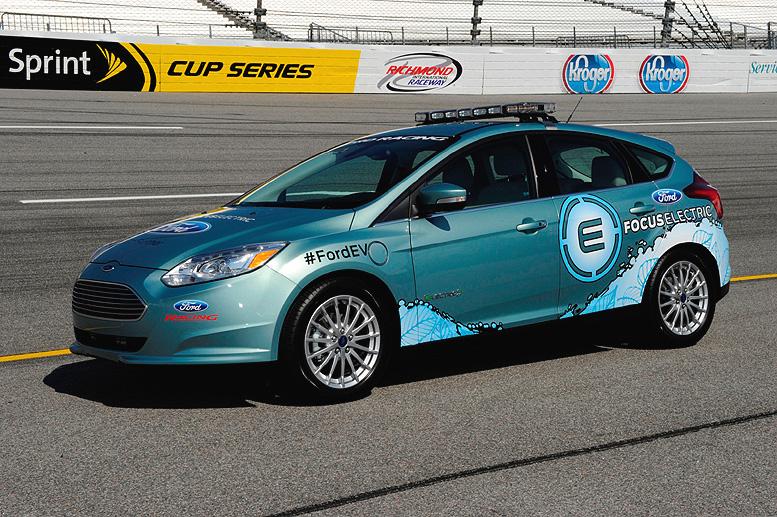 Elektromobil Ford Focus Electric se o víkendu představil jako zaváděcí vůz v závodě série NASCAR