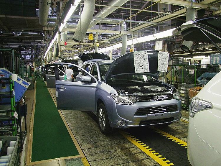 Společnost Mitsubishi (MMC) zahájila výrobu průkopnického Plug-in hybridu pro Evropu