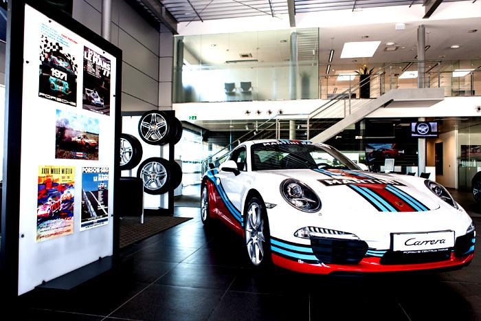 Porsche 911 Carrera v designu MARTINI RACING exkluzivně k prodeji v Porsche Centru Praha