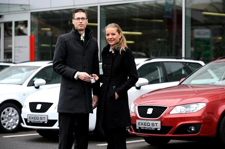 23 automobilů SEAT Exeo předal v prodejně Auto Jarov zástupci autopůjčovny SIXT