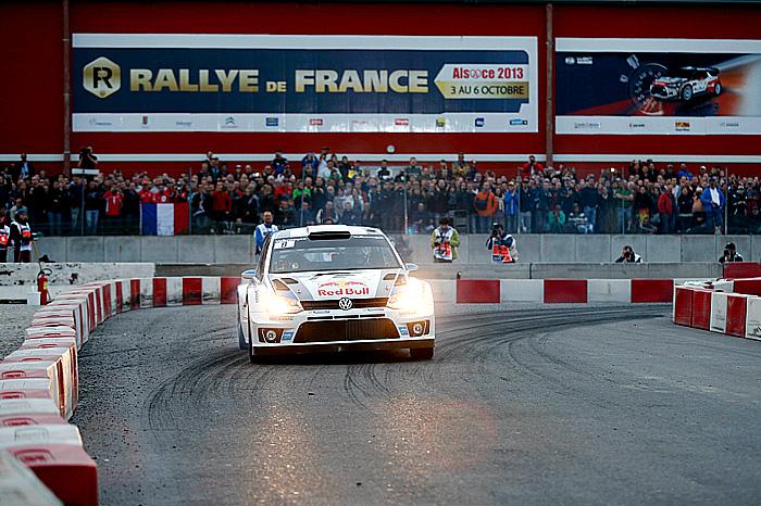 Sébastien Ogier a Julien Ingrassia na Volkswagenu Polo R WRC vybojovali titul mistra světa v rallye FIA WRC 2013