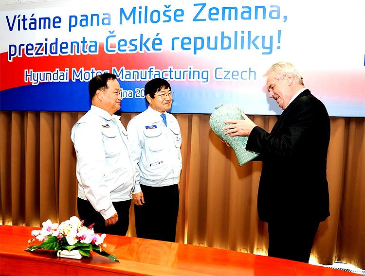 Miloš Zeman, prezident České republiky, navštívil včera 3. října závod Hyundai Motor Manufacturing Czech v Nošovicích (HMMC)