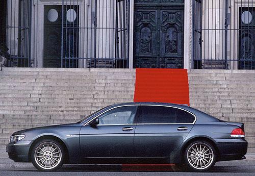 Nový špičkový model BMW 760i sdvanáctiválcovým motorem do prodeje v lednu 2003