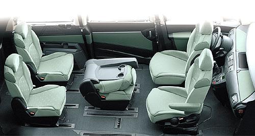 Peugeot 807 spěti až osmi sedadly do prodeje na náš trh