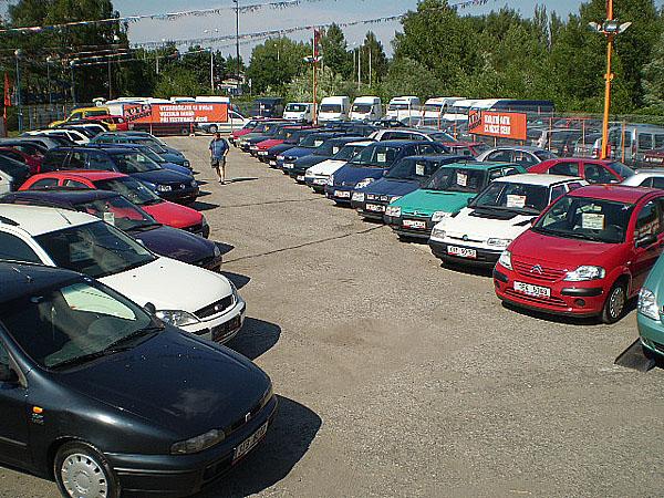 Svůj již třetí autobazar vČR včera otevřela společnost Auto Diskont s.r.o.