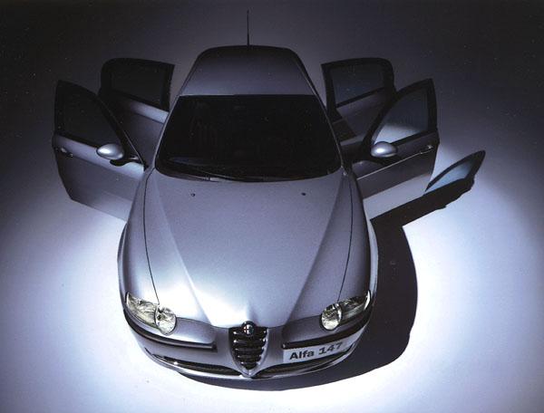 Alfa Romeo 147 spěti dveřmi