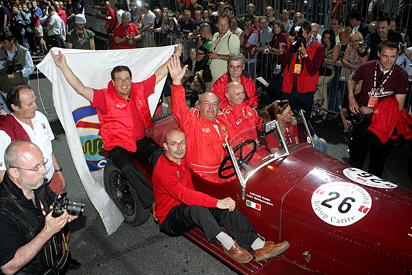 Tým Alfa Romeo na startu Mille Miglia