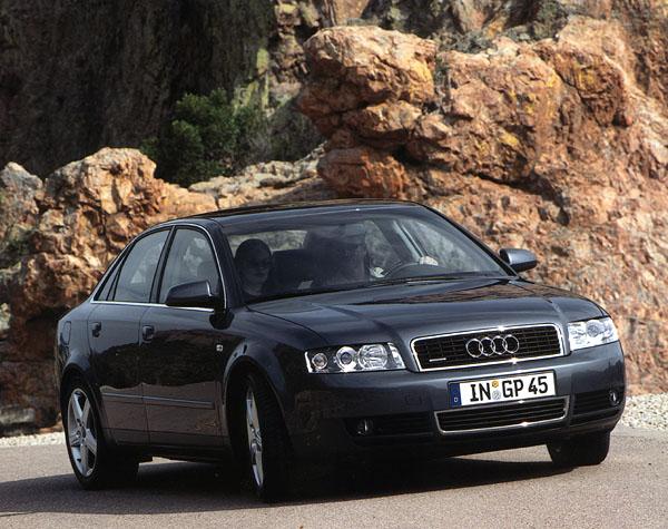Audi A4: standardy opět stouply