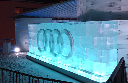 """Unikátní ledová hala """"Audi Ice Lounge"""" ve Svatém Mořici"""