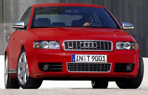 Projděme se spolu po expozici Audi na autosalonu, který byl zahájen vPaříži před šesti dny – 28. září