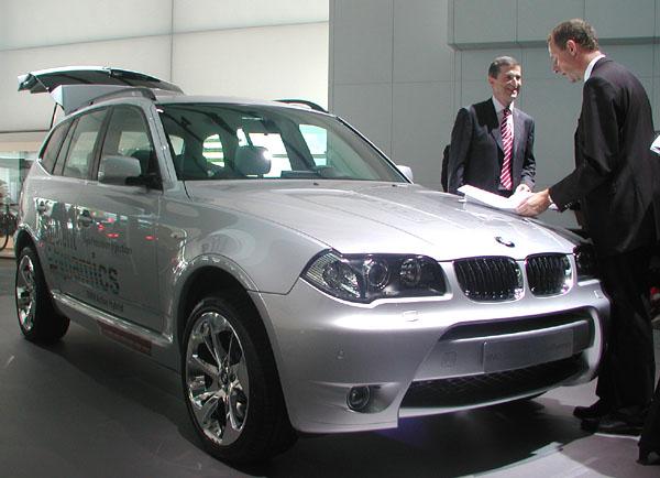 BMW Concept X3 EfficientDynamics shybridním pohonem