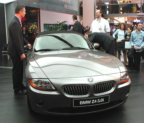 Projděme se spolu po expozici BMW na autosalonu, který byl zahájen vPaříži 28. září a bude otevřen ještě do konce tohoto týdne