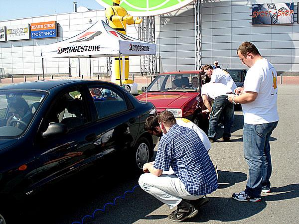 Málo nahuštěné pneumatiky zvyšují nebezpečí nehod a zbytečně zatěžují životní prostředí