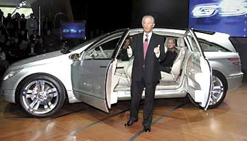 Mercedes představil na autosalonu vDetroitu - designovou studii cestovní limuzíny příštích let - Vision GST