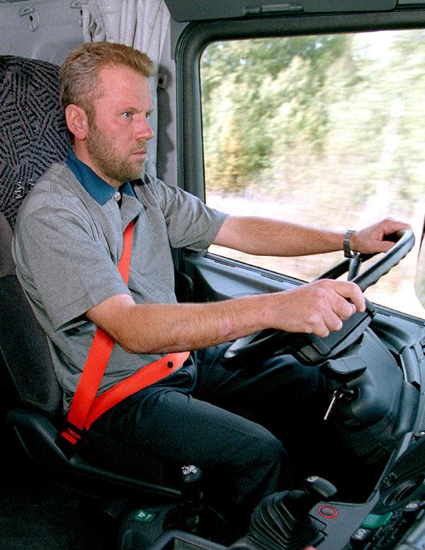 Červené bezpečnostní pásy ke zvýšení bezpečnosti