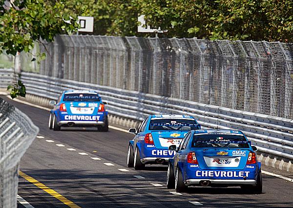 Jezdci s vozy Lacetti WTCC obsadili všechna místa na stupních vítězů.
