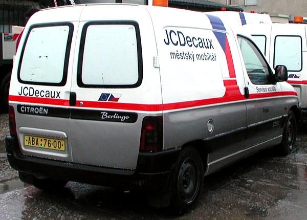 Užitkové vozy značky Citroen firmy JCDecaux denně křižují ulice Prahy