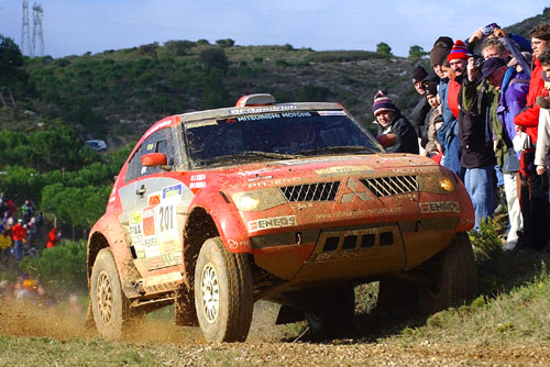 2. ledna 2004 soutěžící absolvovali 2. etapu Rallye Dakar