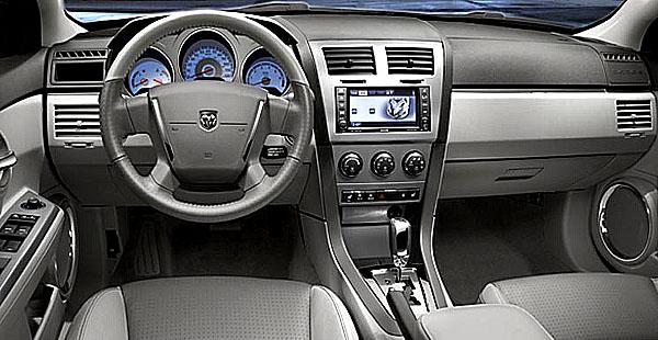Zcela nový čtyřdveřový sedan Dodge Avenger v evropské premiéře na Autosalónu v Ženevě