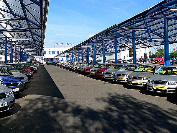 Škoda Favorit vypadla zprvní dvacítky nejprodávanějších vozů vAAA AUTO