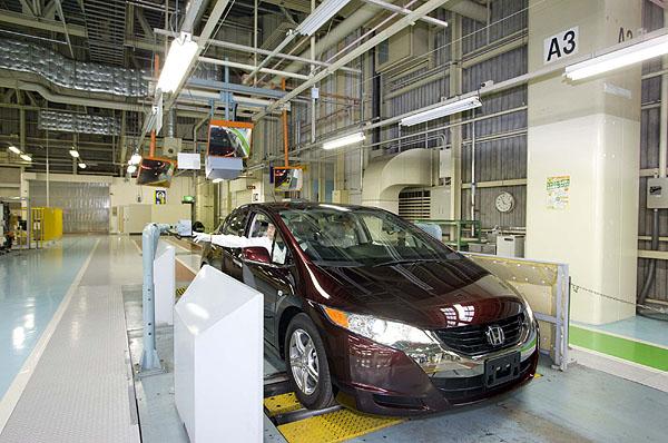 Zahájena výroba nového modelu Honda FCX Clarity