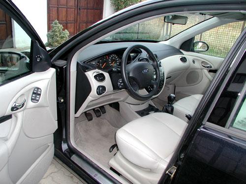 Ford Focus vprovedení sedanvredakčním testu