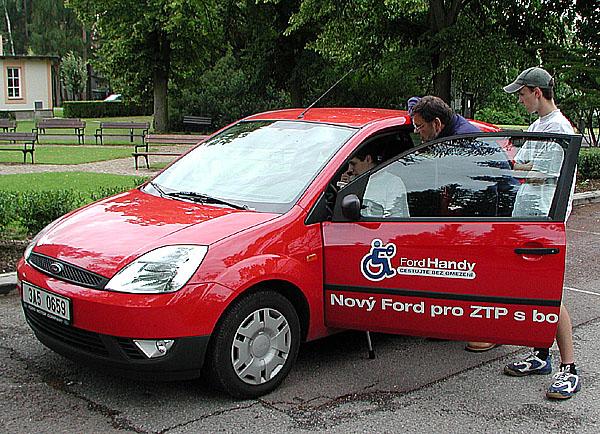 Ford pomáhá tělesně handicapovaným řidičům svým programem fordhandy