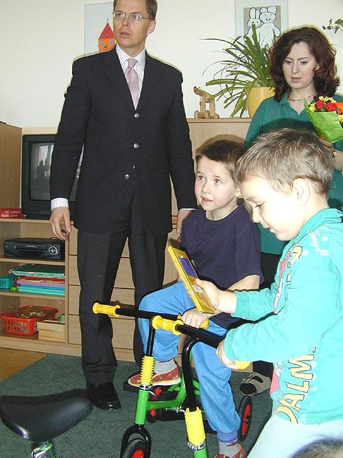 Ford naděloval 6. března dětem vmateřské školce