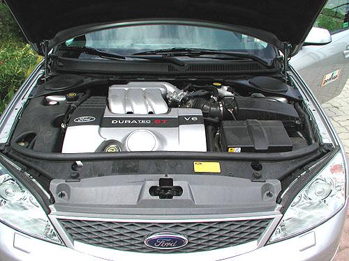 Ford Mondeo ST220 Kombi snejvýkonnějším motorem vredakčním testu