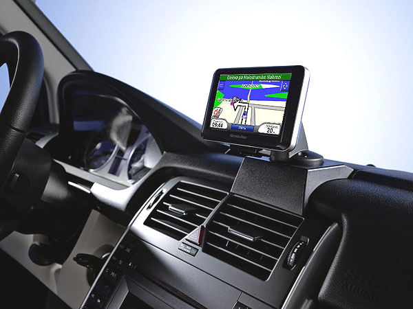 Daimler vybral pro Mercedes navigaci Garmin