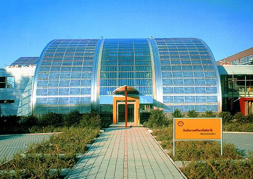 Společnost Shell Industries slavnostně odhalila největší fotovoltanickou střešní plochu tvořenou technologií tenkých vrstev