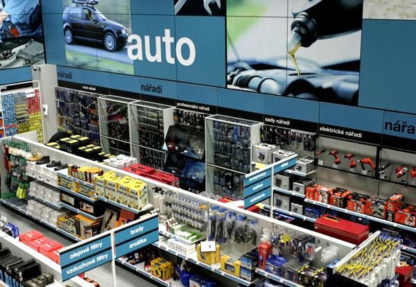 Britská společnost Halfords dnes otevírá vČR svou první prodejnu zboží pro auta, kola a volný čas